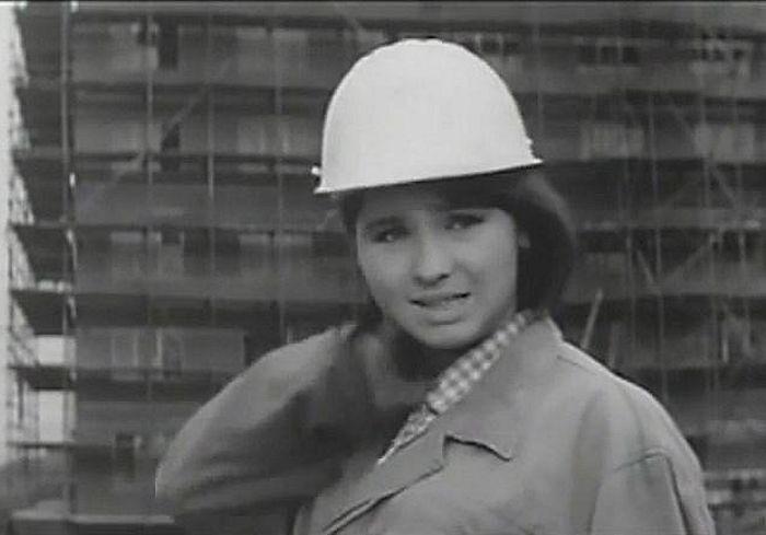 Bobina v tragikomedii režiséra Václava Kršky z roku 1966 Dívka se třemi velbloudy