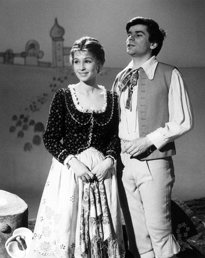 Kačenka a hrnčíř Vincek (Petr Štěpánek) v televizní pohádce z roku 1977 Bylo nebylo: Blaťácká povídačka
