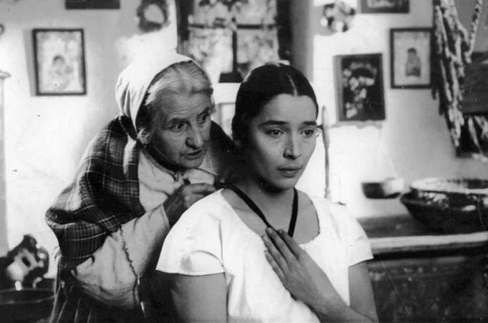 Kovářka a Viktorka (Libuše Geprtová) v televizní inscenaci Babičky Boženy Němcové