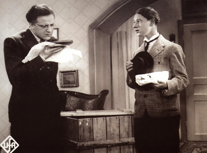 S Hugo Haasem jako student Divíšek v komedii z roku 1933 Okénko