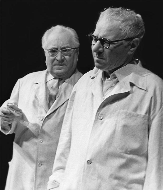 S Jaroslavem Marvanem v roce 1968 na jevišti Národního divadla v Čapkově dramatu Bílá nemoc