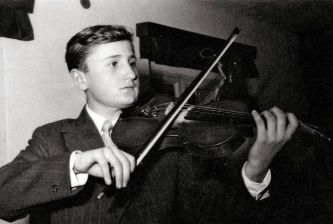 V mládí se učil hrát na housle