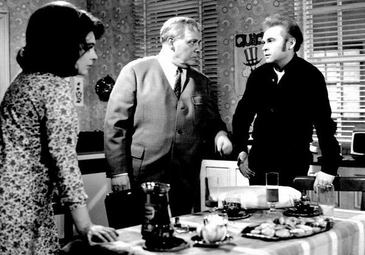 V roce 1973 s Janou Hlaváčovou a Luďkem Munzarem ve své poslední televizní inscenaci Klobouk plný deště