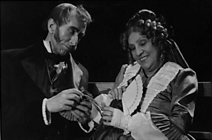 Se Světlou Svozilovou v roce 1950 v Divadle na Vinohradech, v představení J. K. Tyla Jiříkovo vidění