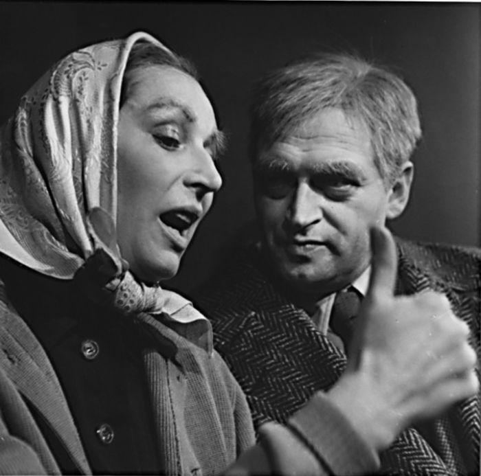 S Martinem Růžkem v komedii Helmuta Baierla Kurážná matka Flincová – Divadlo československé armády 1962 (Divadlo na Vinohradech)