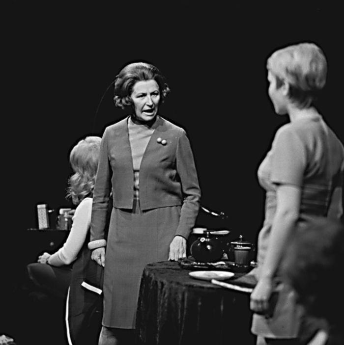 Matka v lyrickém příběhu Michaila Roščina ze studentské Moskvy, volně parafrázujícím nesmrtelné téma lásky Romea a Julie – Divadlo na Vinohradech 1973