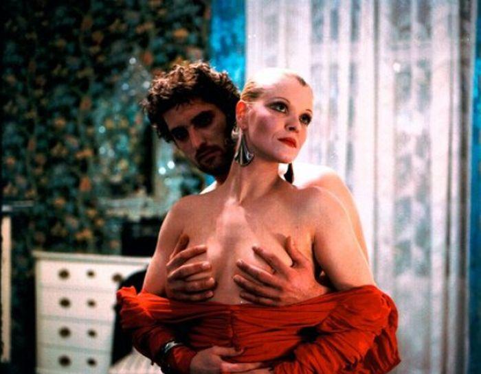 S Tomášem Hanákem v generační tragikomedii režisérky Věry Chytilové z roku 1988 Kopytem sem, kopytem tam