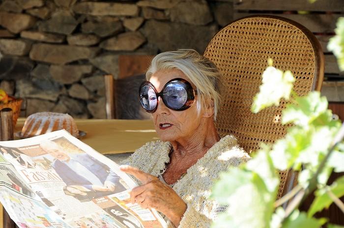 Babička v komedii Zoufalé ženy dělají zoufalé věci