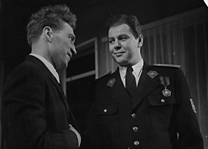 S Josefem Větrovcem v roce 1953 v budovatelském dramatu Miloslava Stehlíka Nositelé řádu – Krajské oblastní divadlo Plzeň