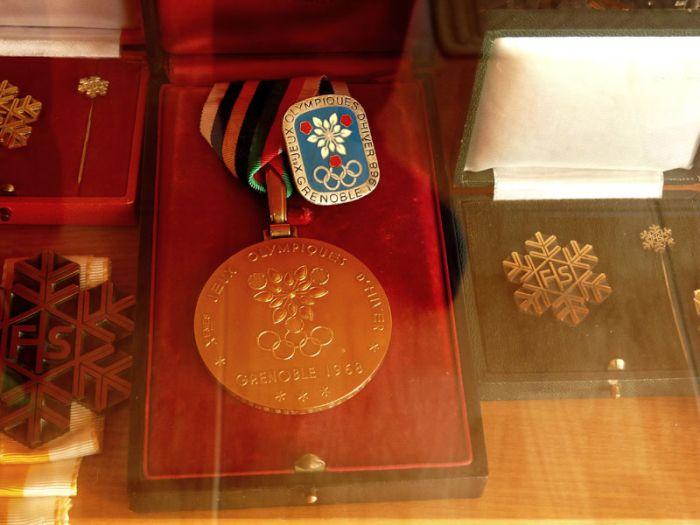 Trofej nejcennější – zlatá medaile ze Zimních olympijských her v Grenoblu v roce 1968