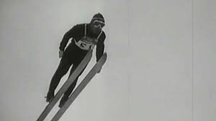 Raškův legendární skok připomněla divákům ČT24 ve speciálním sestřihu z Československých filmových týdeníků z let 1945–1989, nazvaném Osmičkové únory