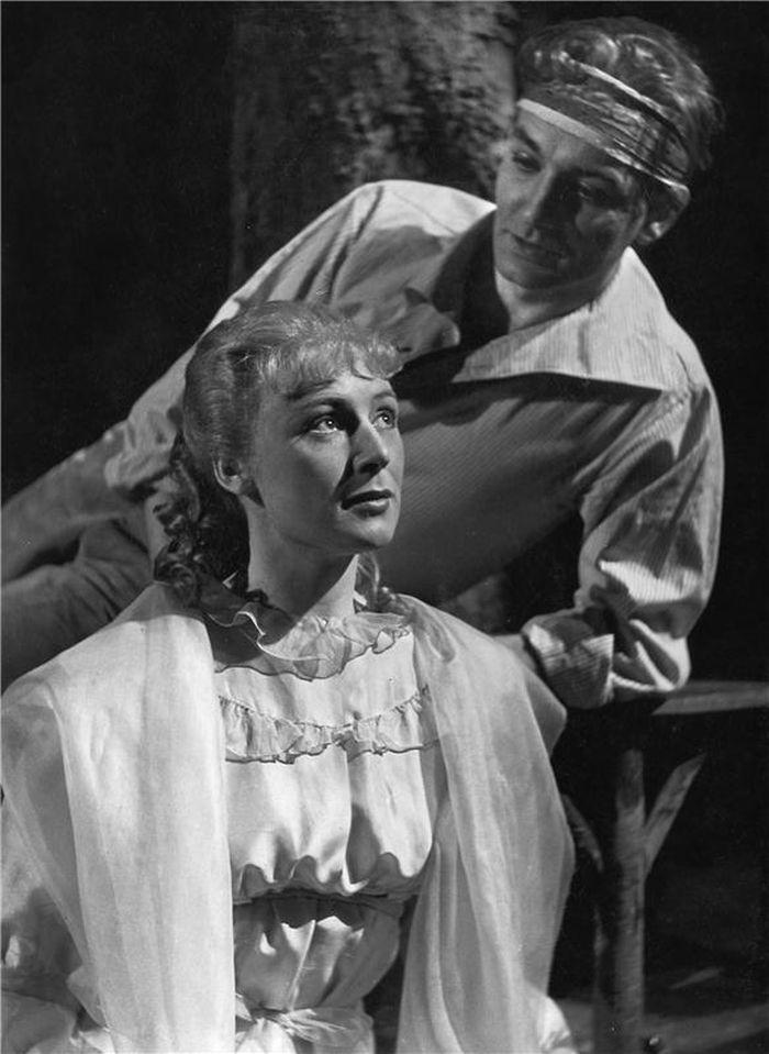 S Alenou Kreuzmannovou v roce 1954 v inscenaci Národního divadla Loupežník