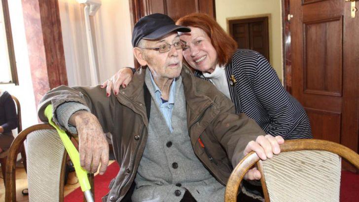 Iva o Stanislava do poslední chvíle láskyplně pečovala, a když umíral, držela svého o čtrnáct let staršího partnera za ruku