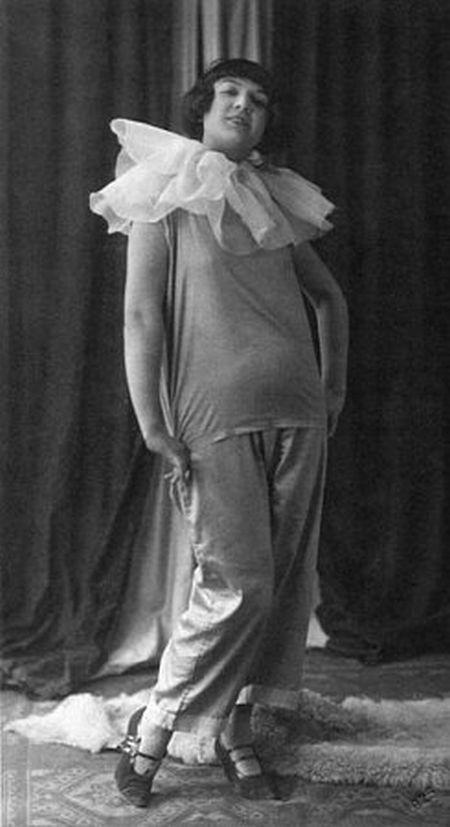 V roce 1925 v Českých Budějovicích jako Lulu ve stejnojmenné hře Franka Wedekinda