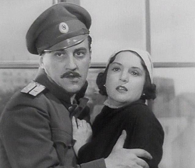 V roce 1937 s Vladimírem Borským ve svém prvním filmu Poručík Alexander Rjepkin
