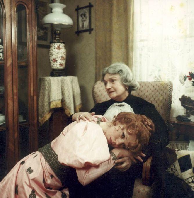 S Ivou Janžurovou v roce 1971 v dramatu Juraje Herze Petrolejové lampy