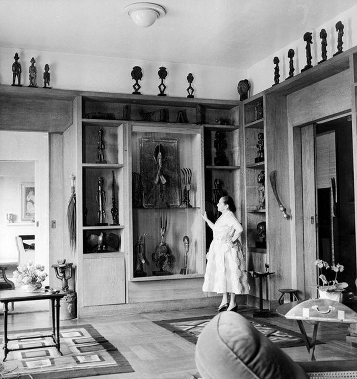 Helena v roce 1951, v knihovně svého pařížského apartmá na Ile St.-Louis