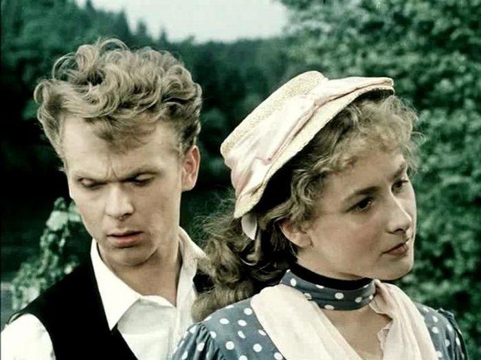 Anička a septimán Jan Ratkin (Eduard Cupák) v romantickém filmu Stříbrný vítr, který natočil v roce 1954 podle románu Fráni Šrámka režisér Václav Krška
