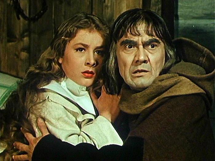 Novicka Marta a sakristian (Stanislav Neumann) v husitském velkofilmu Otakara Vávry Proti všem