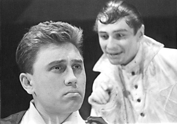Don Felix v komedii Vítězslava Nezvala Schovávaná na schodech, ve studentském divadle AMU DAMU DISK v roce 1960