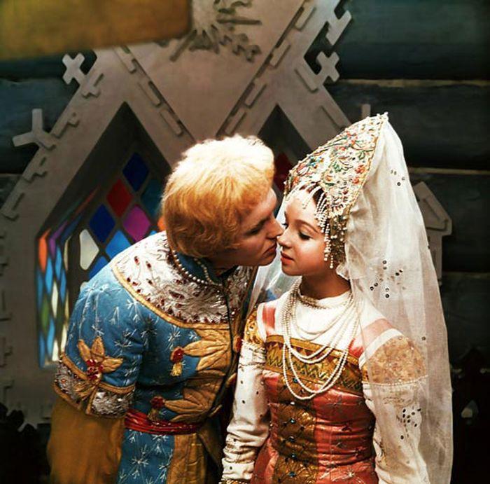 Nastěnka a Ivánek (Eduard Izotov) v nestárnoucí ruské pohádce Mrazík