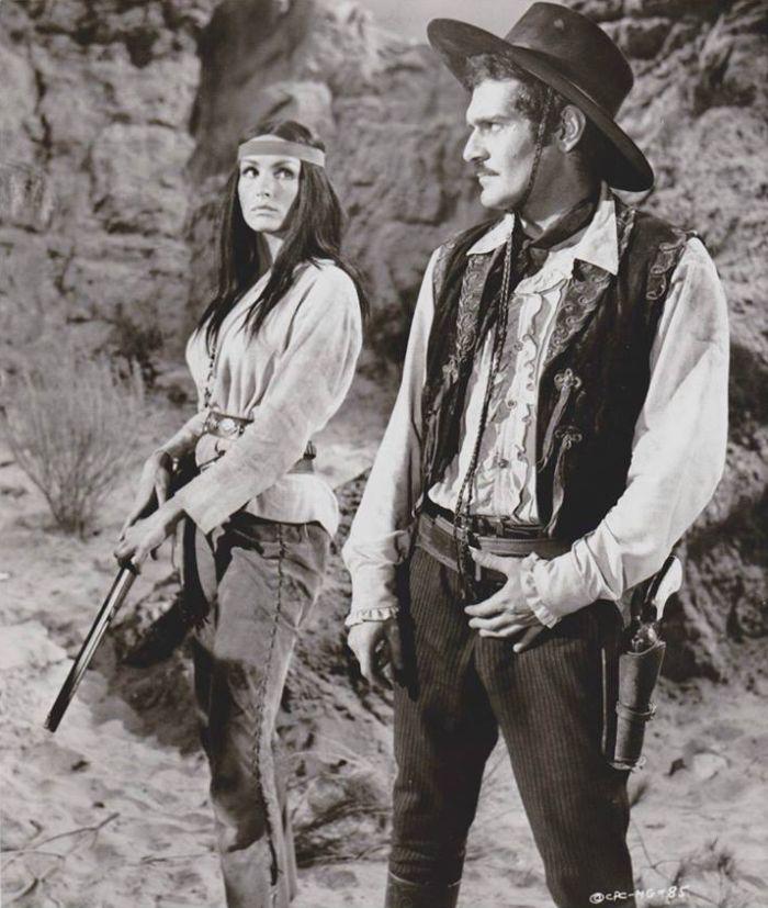 Colorado a Hesh-Ke (Julie Newmar) v populárním westernu Mackennovo zlato