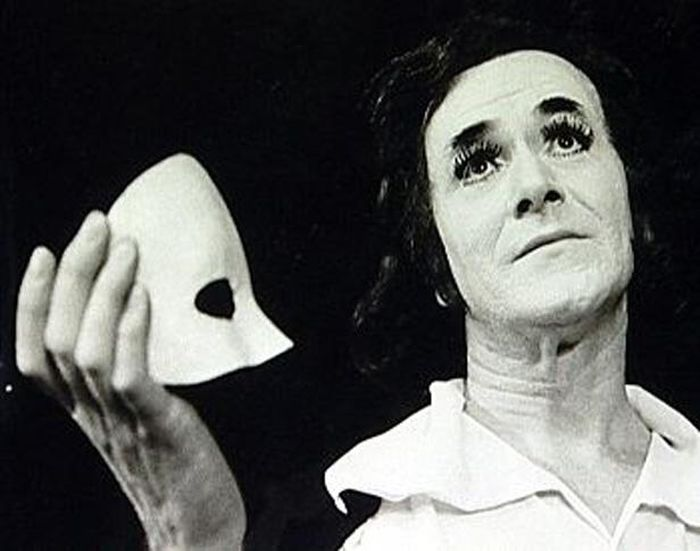 Jako legendární mim Jean Gaspard Deburau v hudební komedii Václava Kršky z roku 1965 Polka jede do světa