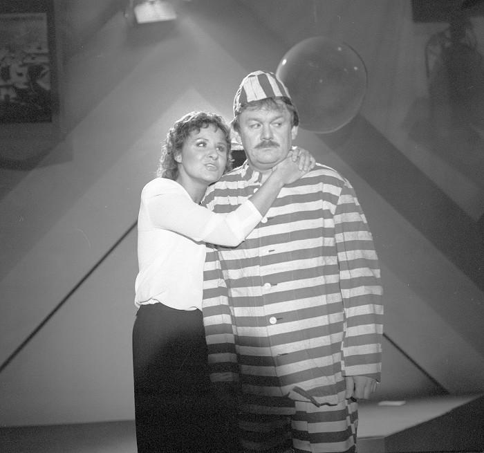 V prvním zábavném pořadu Galasuperšou se Karel Šíp objevil na obrazovce s Jaroslavem Uhlířem v roce 1984