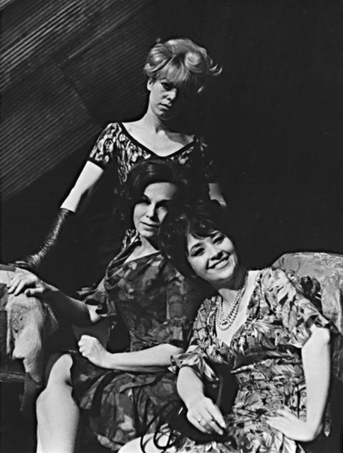 S Ivou Janžurovou a Ludmilou Vostrčilovou v inscenaci podle literární předlohy Johna Steinbecka Grandlehárna