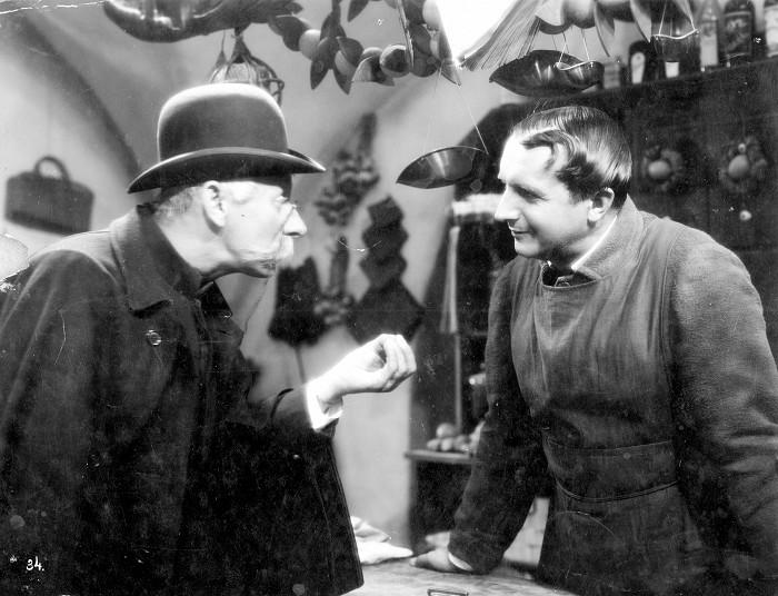 S Vlastou Burianem v roce 1933 v psychologickém dramatu U snědeného krámu