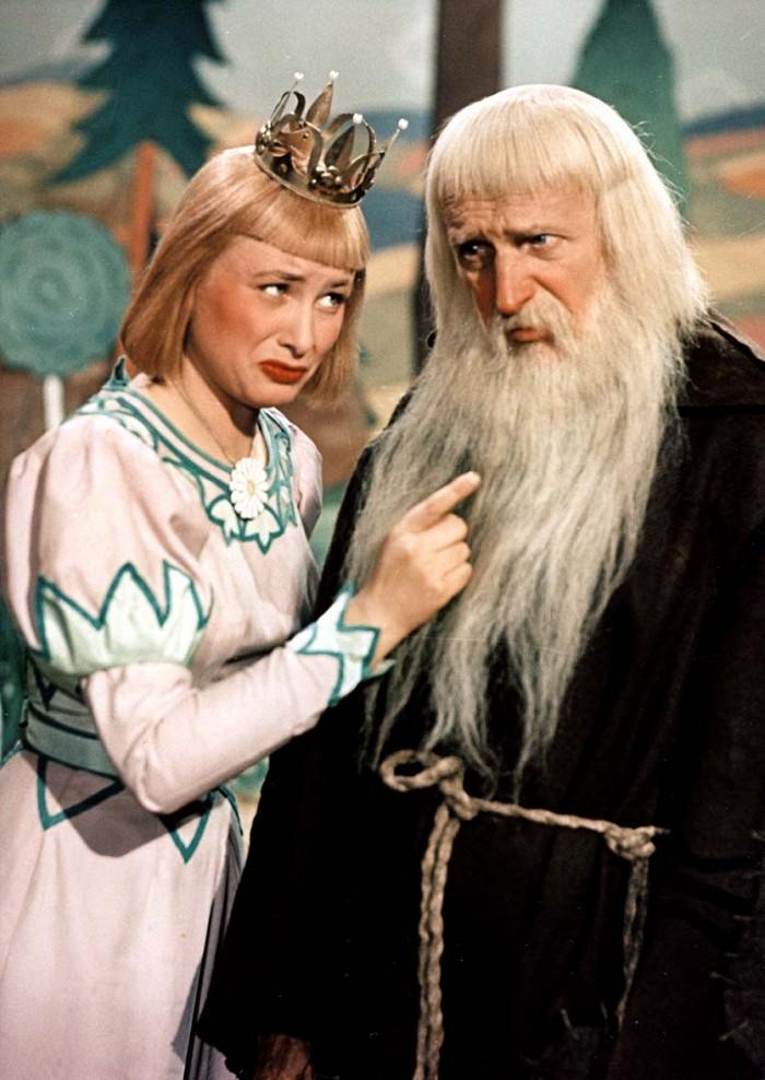 Poustevník Školastykus a princezna Dišperanda (Alena Vránová) v pohádce Hrátky s čertem
