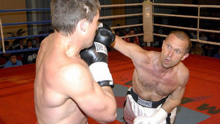 V boxerském ringu