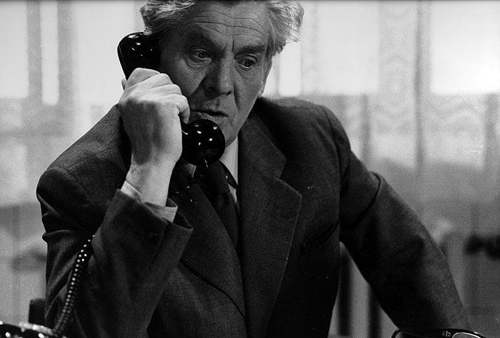 Kapitán VB Touš v kriminálce režiséra Dušana Kleina z roku 1976 Město nic neví