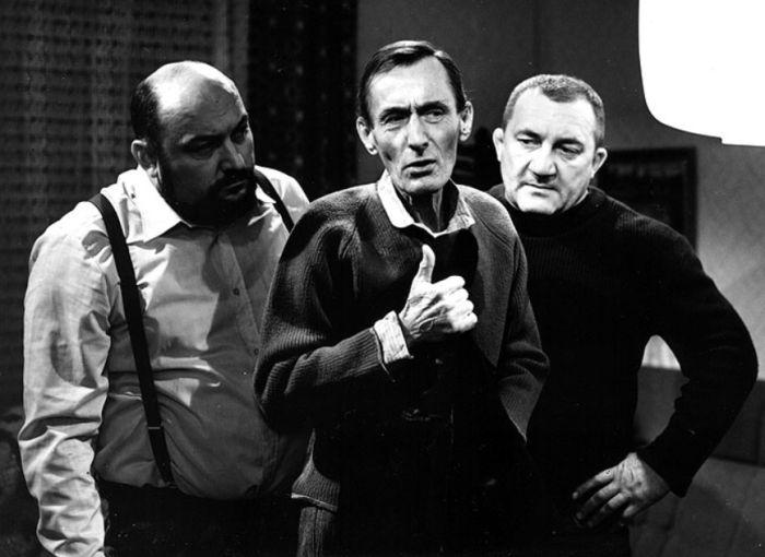 Sláma v televizní komedii režiséra Hynka Bočana z roku 1984 Šéfe, vrať se