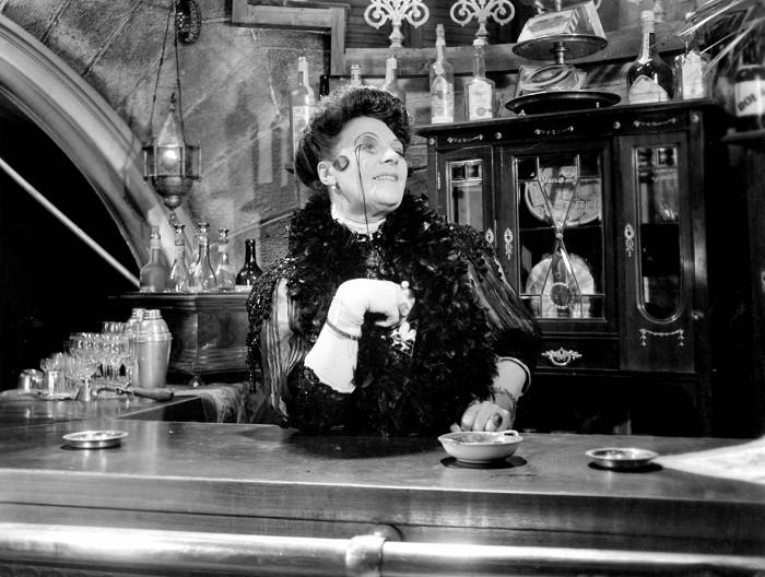 Madame z baru ve slavném melodramatu režiséra Františka Čápa Noční motýl