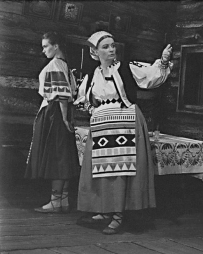 Dora Kalinová ve veselohře Jozefa Gregora Tajovského Ženský zákon – Severočeské divadlo Liberec 1954