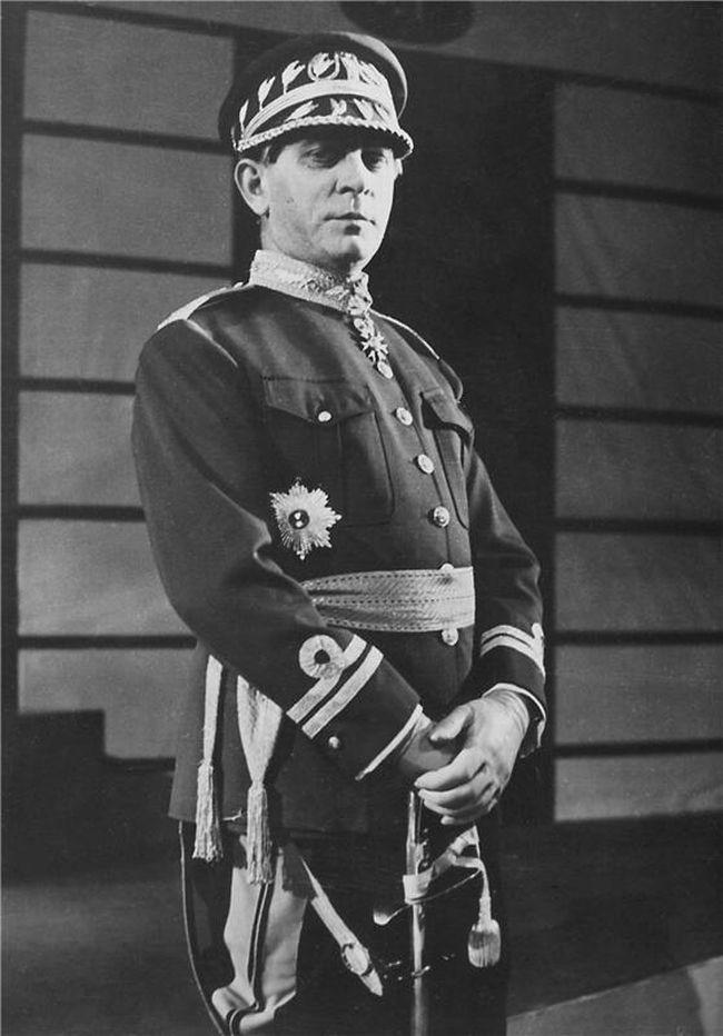 Jako Maršál 29. ledna 1937 na jevišti Národního divadla v dramatu Karla Čapka Bílá nemoc
