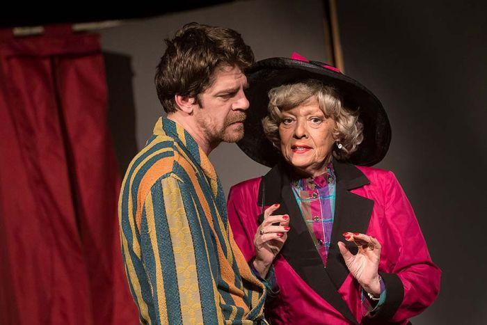 S Viktorem Limrem v komedii Divadelní společnosti Háta Klíče na neděli