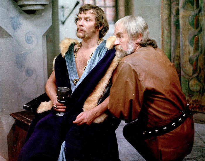 Král Václav IV. a jeho kancléř (Karel Houska) v historické televizní inscenaci z roku 1974 Píšťalka pro dva