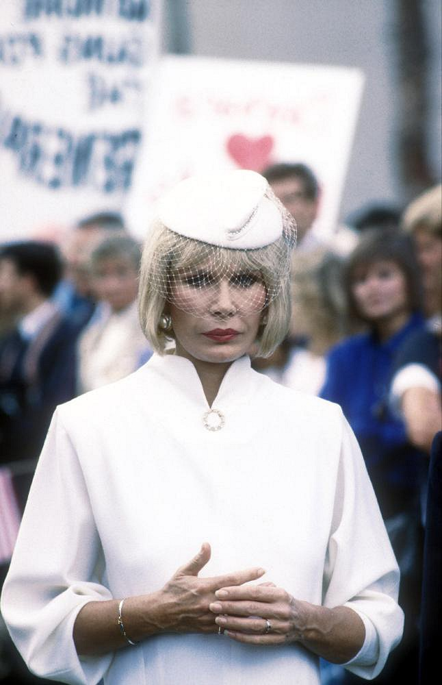 V rce 1988 v komedii Bláznivá apokalypsa