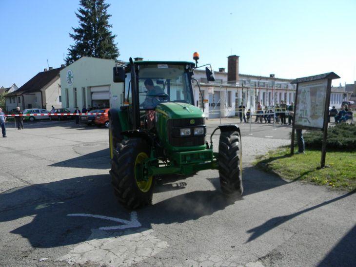 Soutěž zručnosti traktoristů