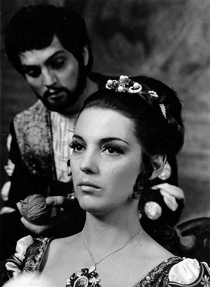 S manželem Jozefem Adamovičem v historickém povídkovém filmu podle literární předlohy italského renesančního básníka Giovanniho Boccaccio Hry lásky šálivé