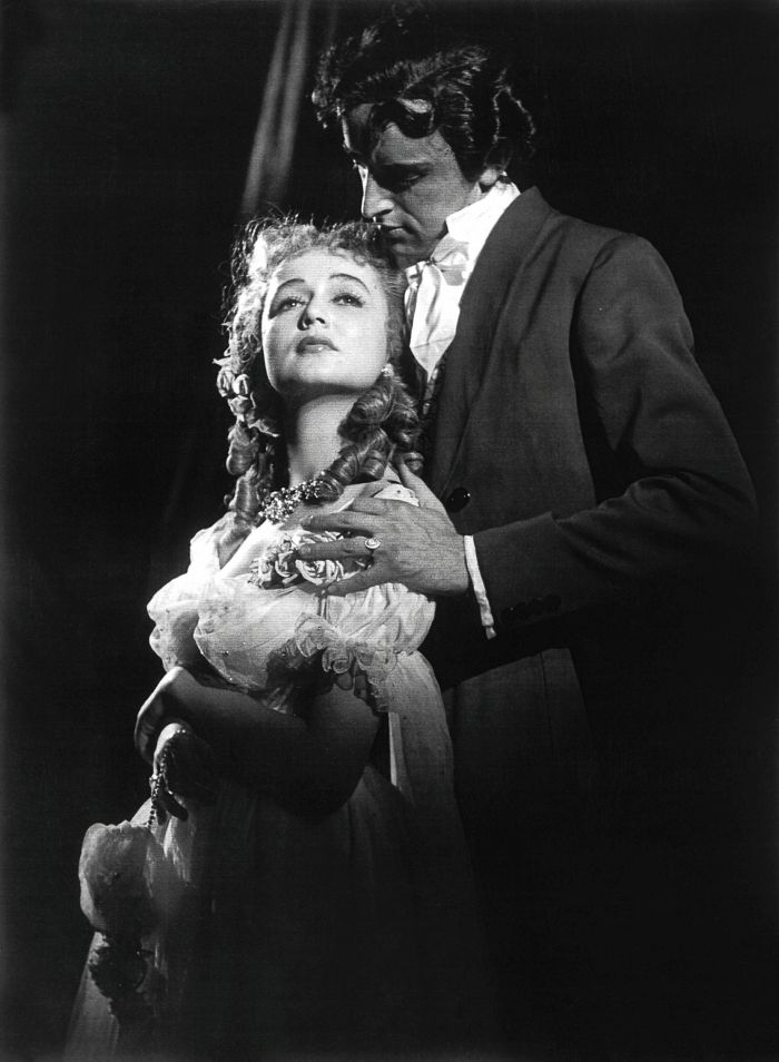 S Blankou Bohdanovou v roce 1954 ve veršovaném dramatu Vítězslava Nezvala podle románu Abbé Prévosta Manon Lescaut