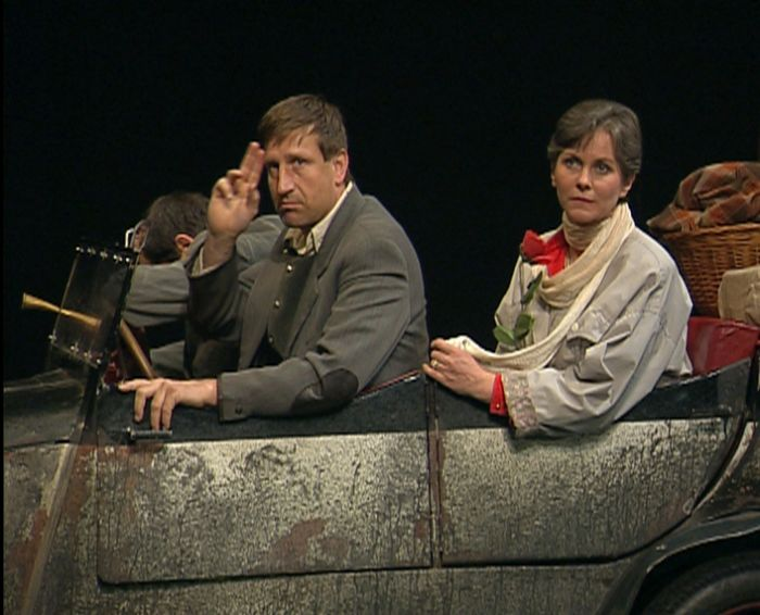 S Václavem Vydrou v roce 1998 v Divadle na Vinohradech, v komedii Jacobowski a plukovník