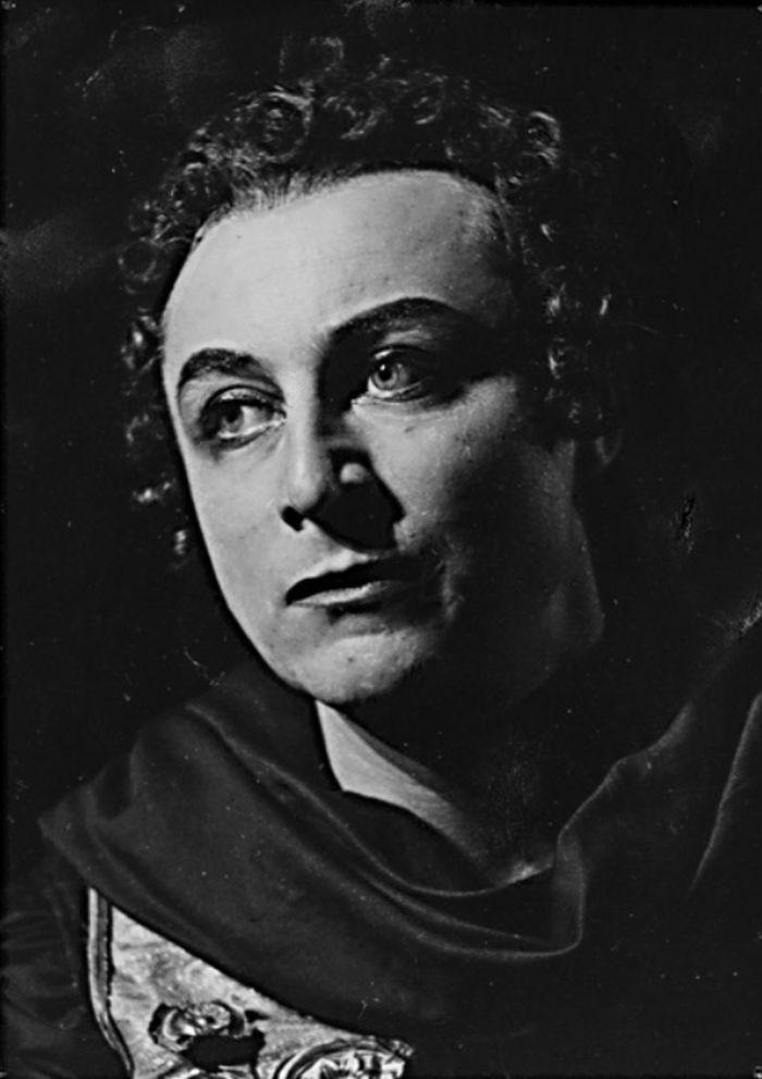 V klasické tragédii starořeckého dramatika Sofokla Elektra – Městské divadlo Plzeň, 1945