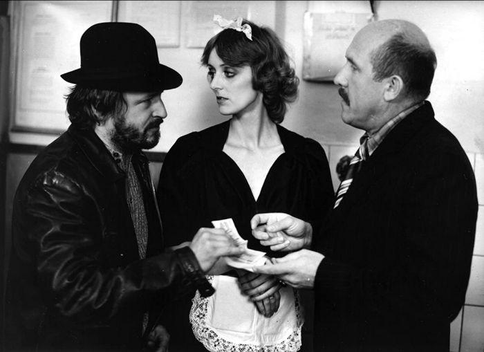 S Janou Viščakovou a Petrem Nárožným v televizní komedii režiséra Hynka Bočana z roku 1984 Šéfe, vrať se!
