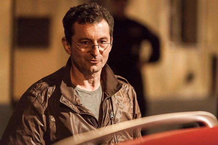 Ondřej Vetchý hrál již v seriálu Případy 1. oddělení, detektivky Josefa Mareše a Jana Malindy má tedy v malíčku