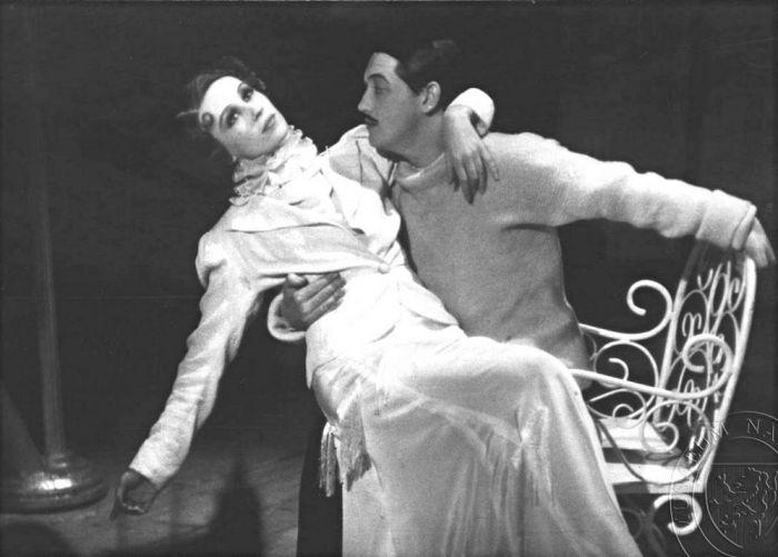 S Natašou Gollovou v inscenaci Nový Figaro – Městské komorní divadlo 1936