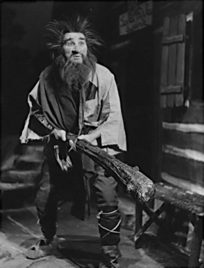 Loupežník Sarka Farka se nejprve představil v roce 1953 v Národním divadle, jeho filmová podoba ve slavné ladovské pohádce se zrodila až po derniéře o tři roky později