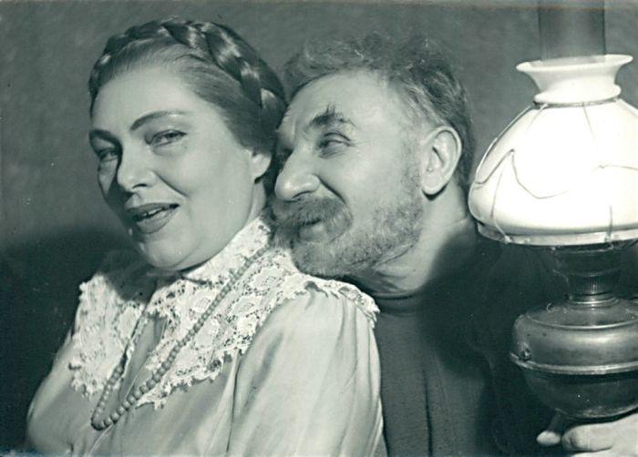 S Jiřinou Šejbalovou v roce 1957 v inscenaci Leonida Leonova Zlatý kočár